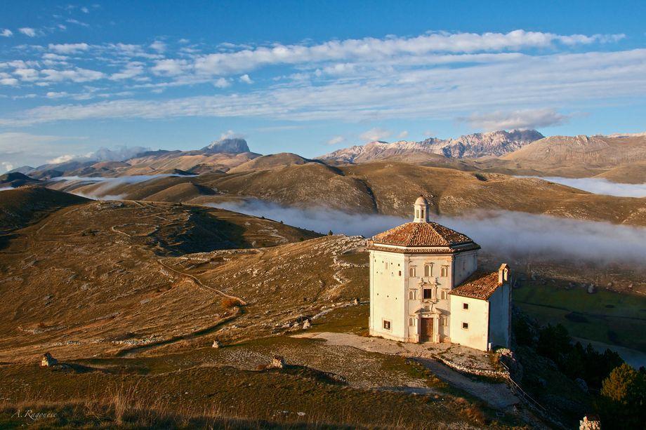 Santa Maria della Pietà –kostol, ktorý sa dotýka hviezd
