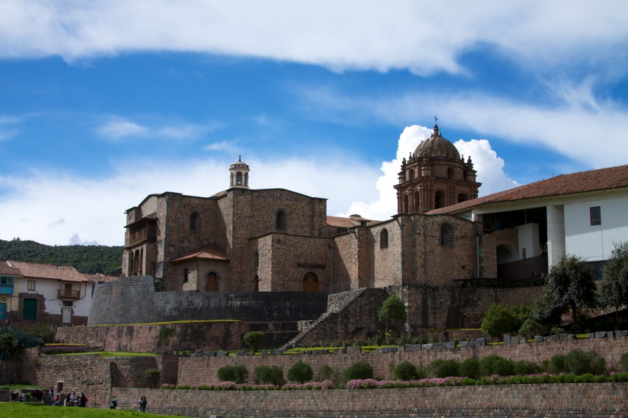 Katedrála vCuscu vyrastá zinkských základov