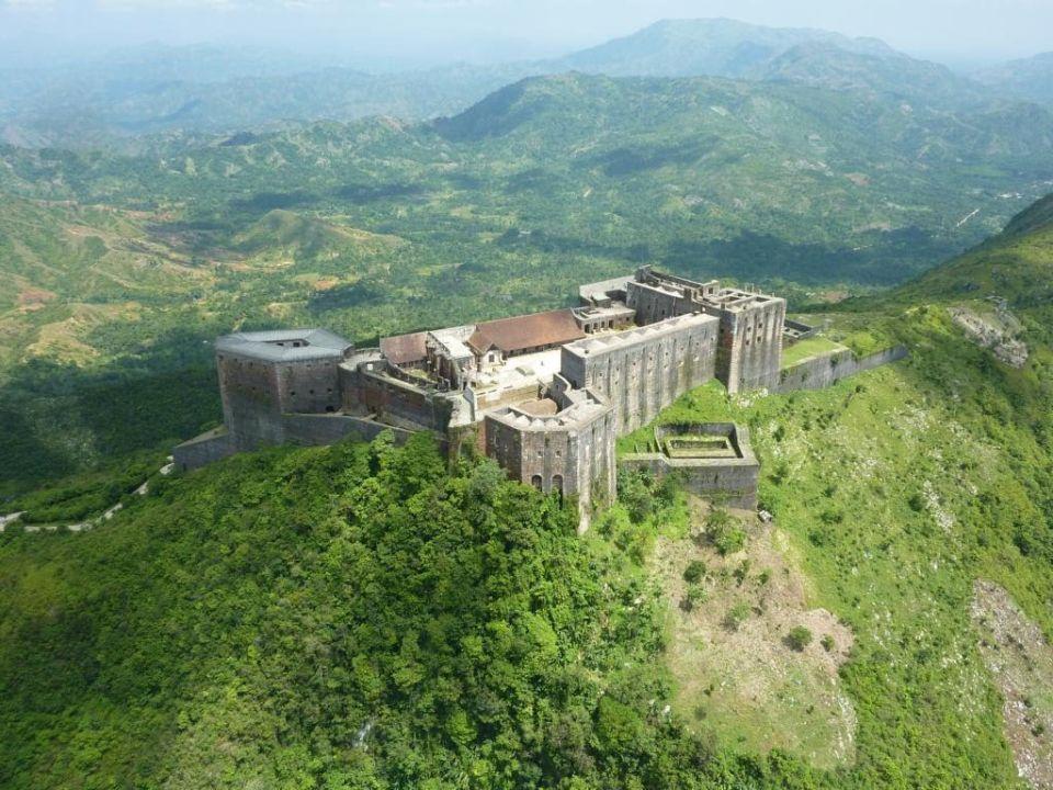 Symbol boja otrokov protiotrokárom. Pevnosť Laferrière je pýchou Haiti aj200 rokov pozískaní nezávislosti