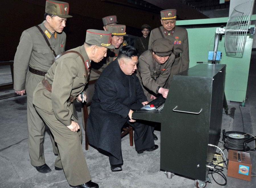 Kim Čong-un sa pozerá naveci atvári sa, žeim rozumie