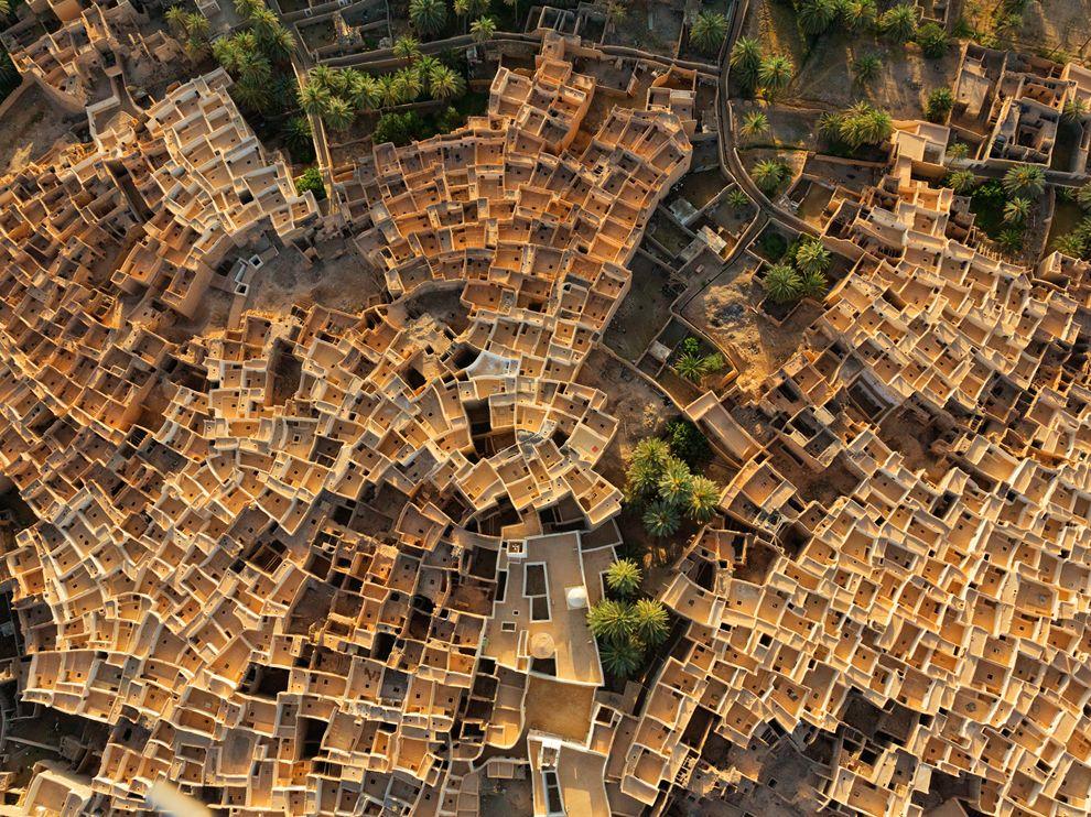Púštne mesto plné farieb