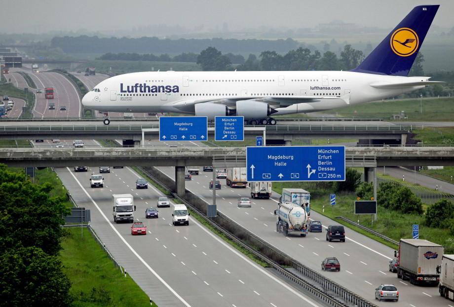 Letisko naddiaľnicou