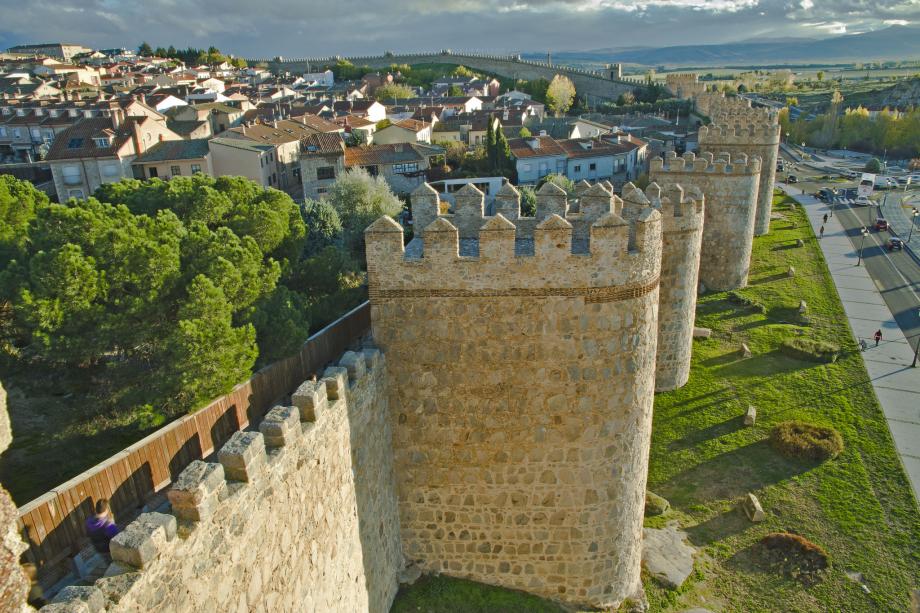 Zachovalé hradby španielskeho mesta Ávila