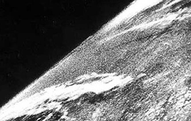 Zem očami bohov. Akolety dovesmíru asatelitné snímky zmenili náš pohľad namodrú planétu