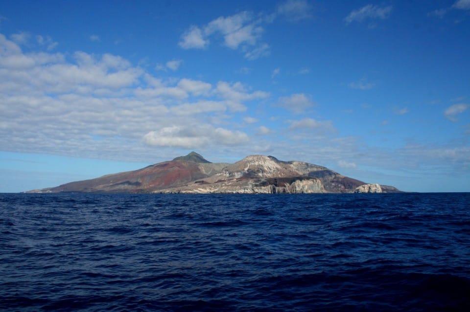 Medzi Afrikou aBrazíliou. Ostrov Ascension by ste namape našli len ťažko