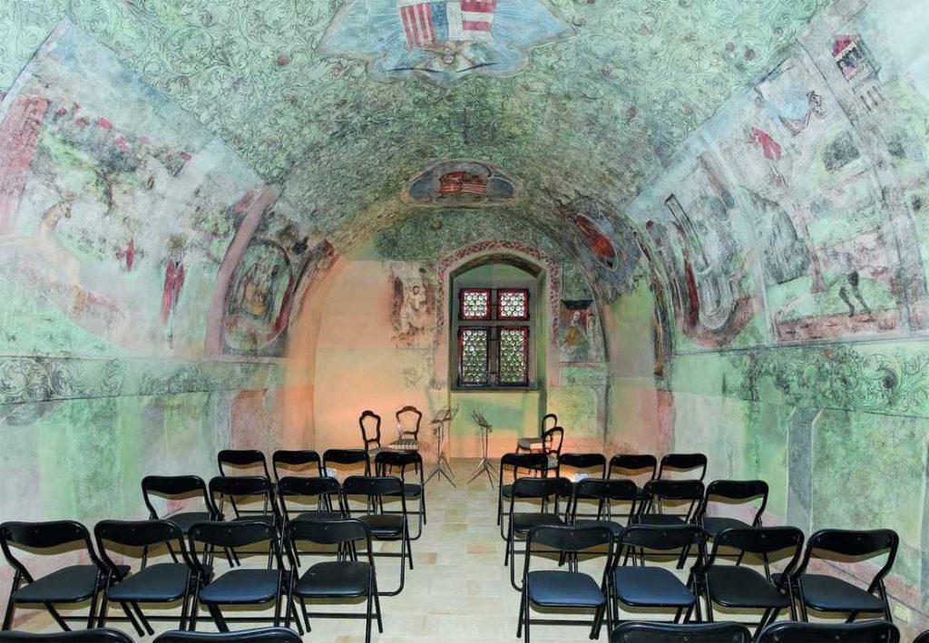 Slovakiana –historické akultúrne pamiatky podvirtuálnou strechou