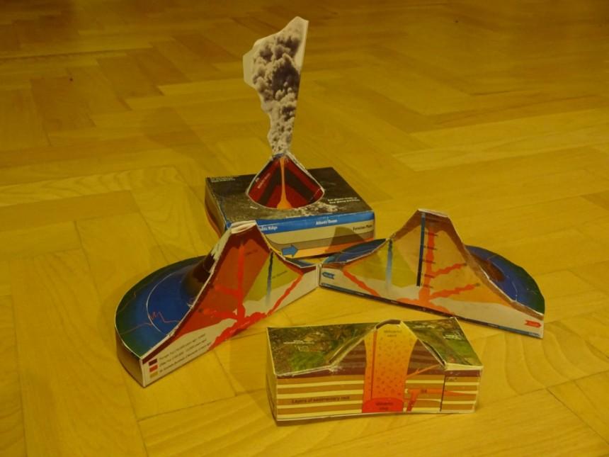 papierový model sopky