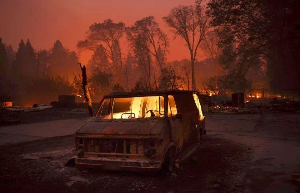 Peklo naZemi. Fotografie kalifornského požiaru Camp Fire