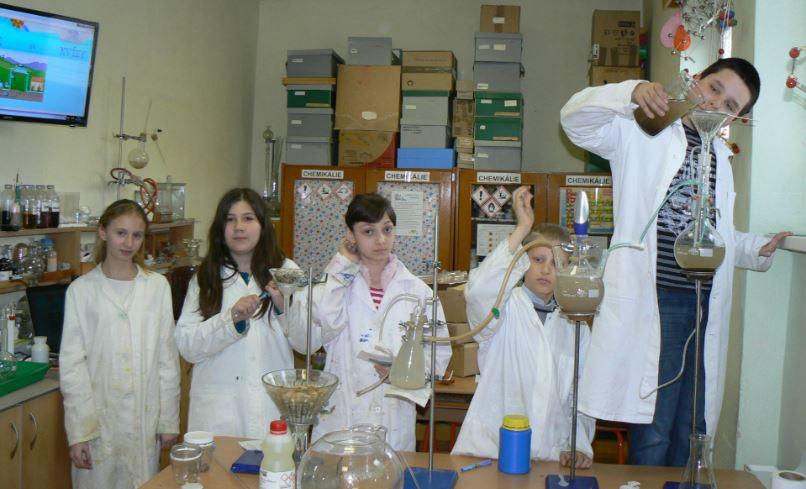 Chémia je krásna. Adá sa prepájať ajsgeografiou