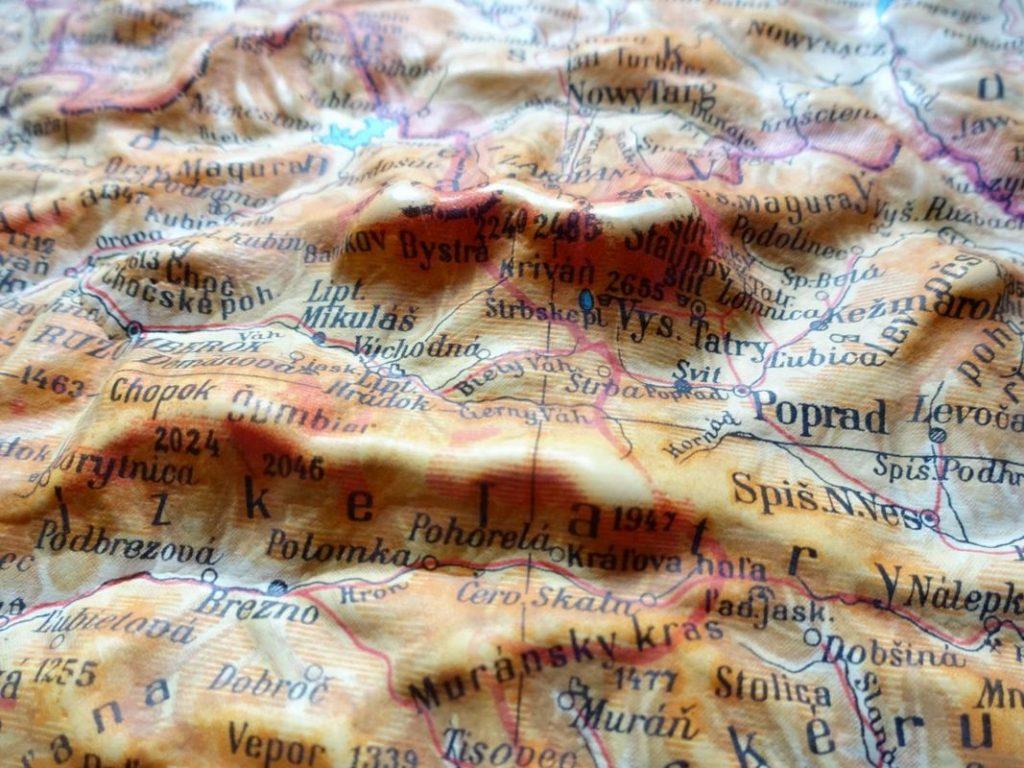 plastická mapa na stenu