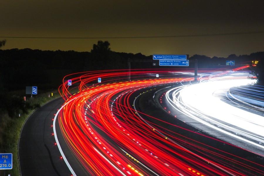 osvetlená diaľnica