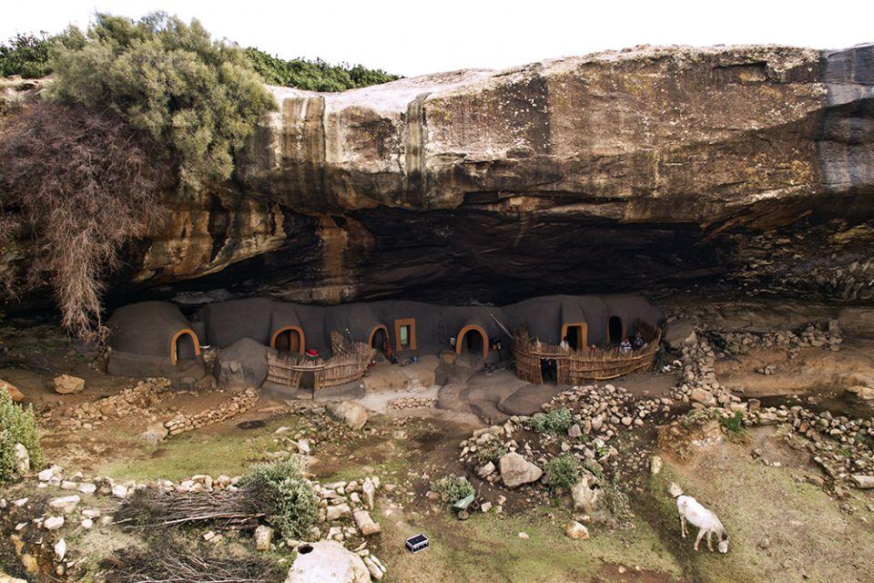 Jaskynné obydlia Ha Kome vLesothe
