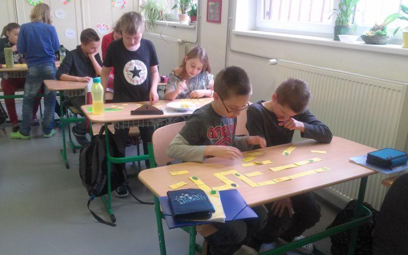 domino hra škola