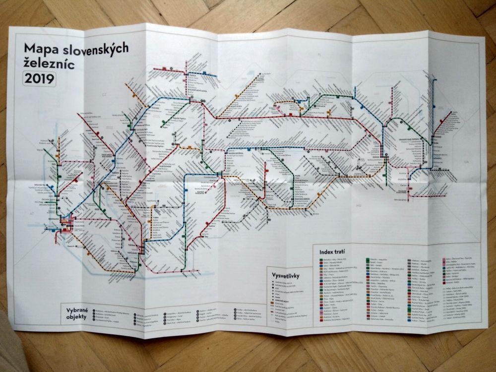 Mapa slovenských železníc odČiernych dier poteší nielen tých, ktorí jazdia vlakmi