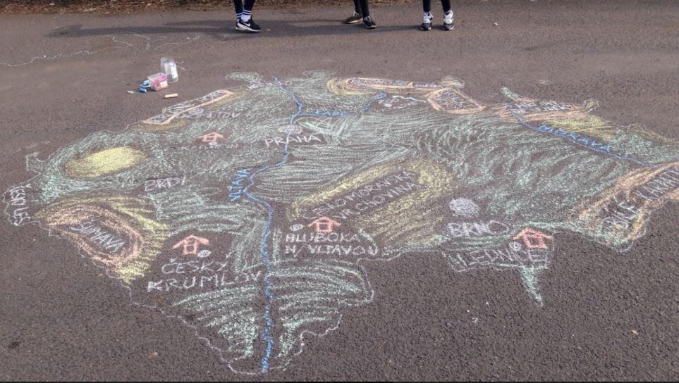 Čo robiť ponávrate doškoly? Nechajte žiakov kresliť mapy nadvore